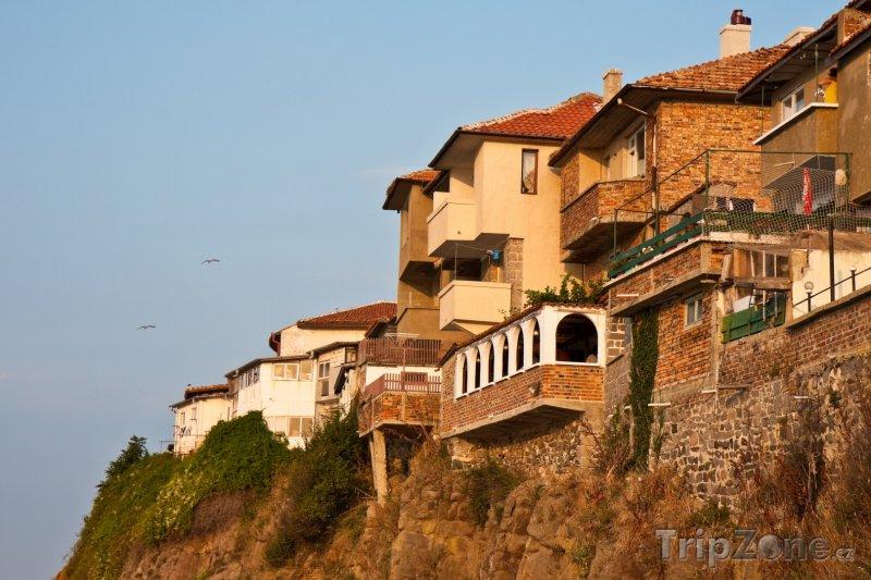Fotka, Foto Sozopol, domy na útesu nad mořem (Jižní pobřeží, Bulharsko)
