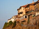 Sozopol, domy na útesu nad mořem