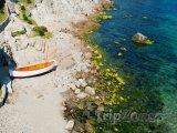 Sozopol, loďka na pláži