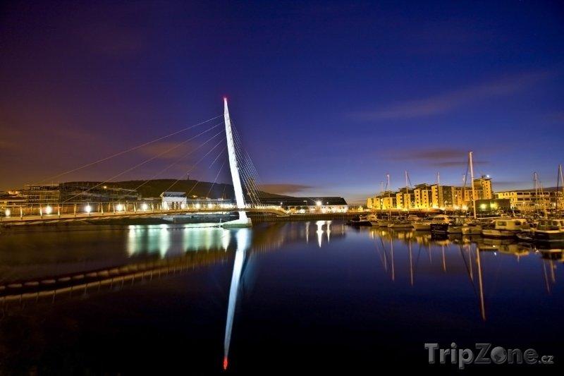 Fotka, Foto Swansea, přístav v noci (Velká Británie)