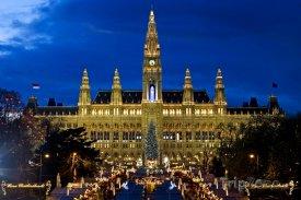 Vánoční trhy před radnicí
