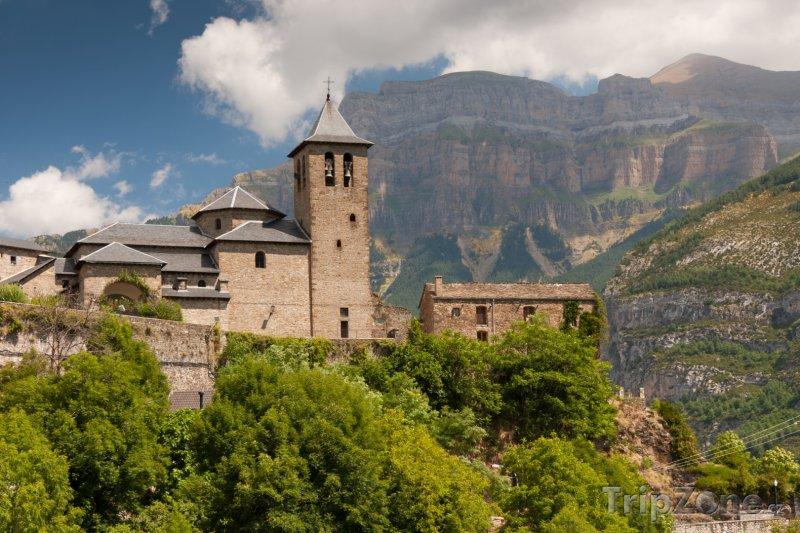 Fotka, Foto Vesnice Torla v Národním parku Ordesa y Monte Perdido (Španělsko)