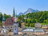 Alpy v pozadí města