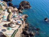 Hotelová terasa přímo na pobřeží