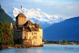 Hrad Chillon na břehu Ženevského jezera