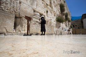 Jeruzalém - modlitba před Zdí nářků