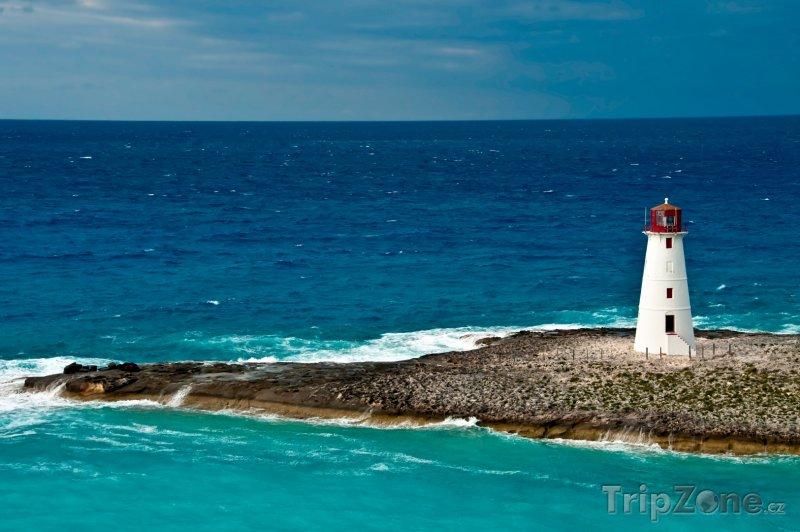 Fotka, Foto Maják na cípu ostrova Paradise Island (Bahamy)