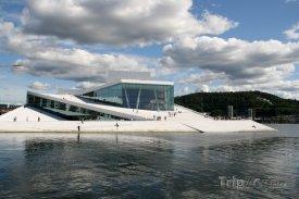 Moderní budova opery v Oslu