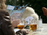 Pivo na zahrádce pražské hospody
