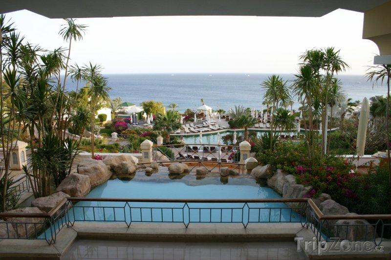 Fotka, Foto Pohled na pobřeží z hotelové terasy (Sharm El Sheikh, Egypt)