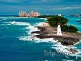 Pohled z moře na maják na Paradise Island
