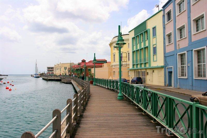 Fotka, Foto Promenáda na pobřeží v Bridgetownu (Barbados)