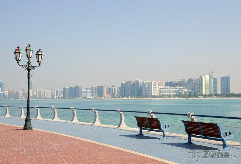 Fotka, Foto Promenáda podél pobřeží (Abú Dhabí, Spojené arabské emiráty)