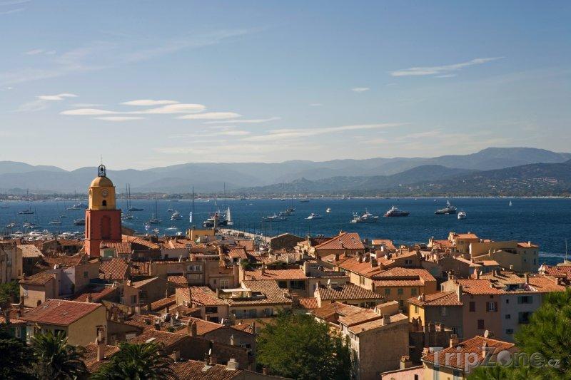 Fotka, Foto Saint-Tropez, pohled na město a přístav (Azurové pobřeží, Francie)