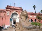 Sfinga před egyptským muzeem