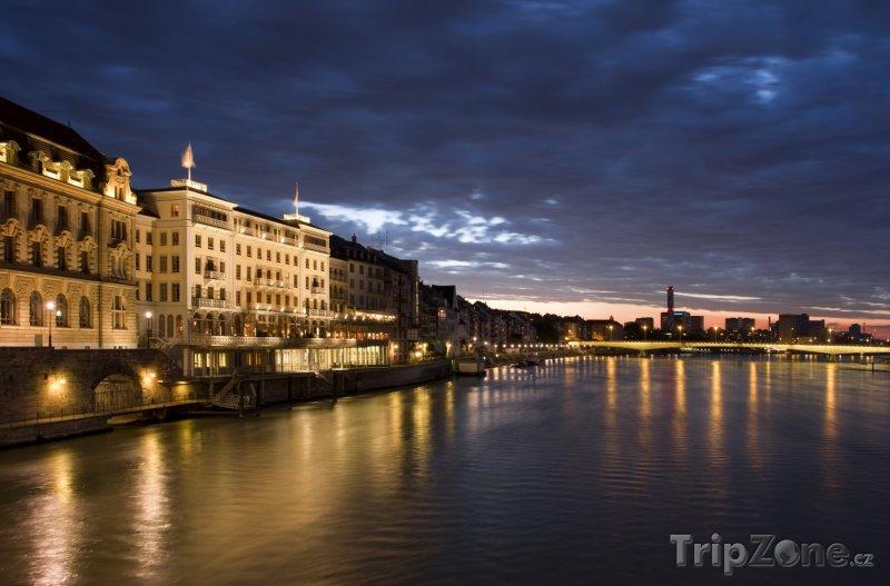 Fotka, Foto Stmívání v Basileji (Švýcarsko)