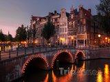 Amsterdam, soumrak nad kanálem Keizersgracht