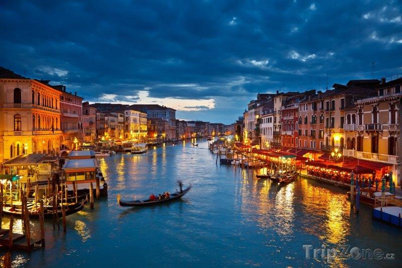 Fotka, Foto Benátky, Canal Grande v noci (Benátky, Itálie)
