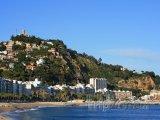 Costa del Maresme, městečko Blanes, pobřeží a hrad sv. Jana