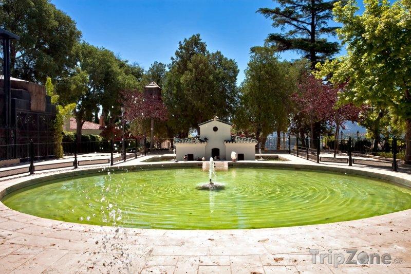 Fotka, Foto Fontána v parku (Granada, Španělsko)
