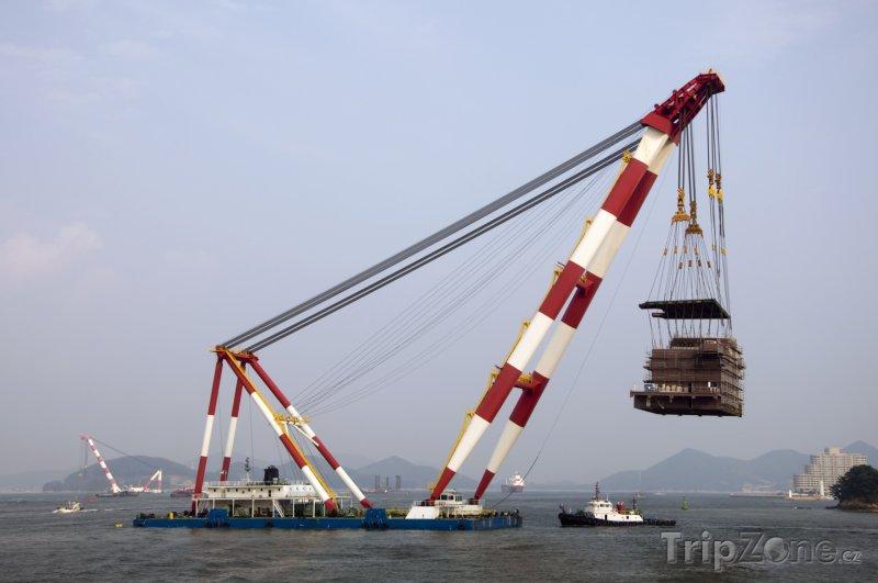 Fotka, Foto Jeřáb v přístavu (Jižní Korea)