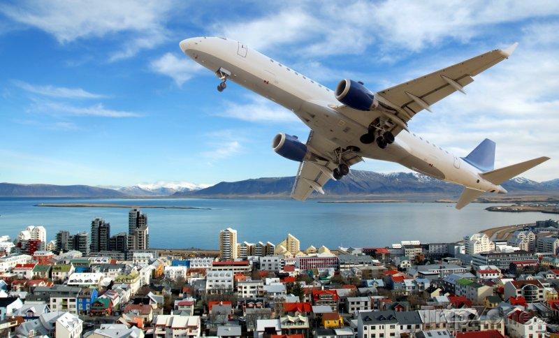 Fotka, Foto Letadlo nad městem (Reykjavík, Island)