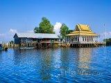 Malý chrám na jezeře Tonlesap