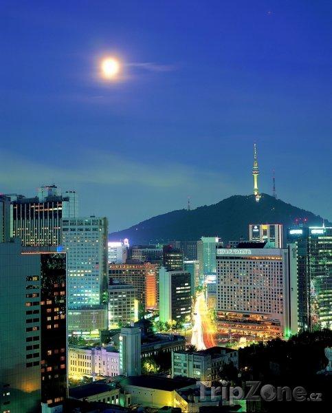 Fotka, Foto Měsíc nad městem (Soul, Jižní Korea)