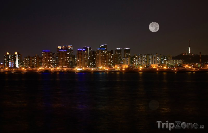 Fotka, Foto Město při úplňku (Soul, Jižní Korea)