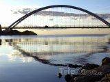 Most přes ontarijské jezero