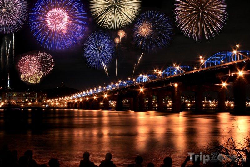 Fotka, Foto Ohňostroj nad řekou Hangang (Soul, Jižní Korea)
