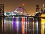 Osvětlený most Clyde Arc