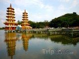 Pagody u jezera ve městě Kaohsiung
