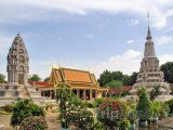 Pagody vedle Královského paláce v Phnompenh