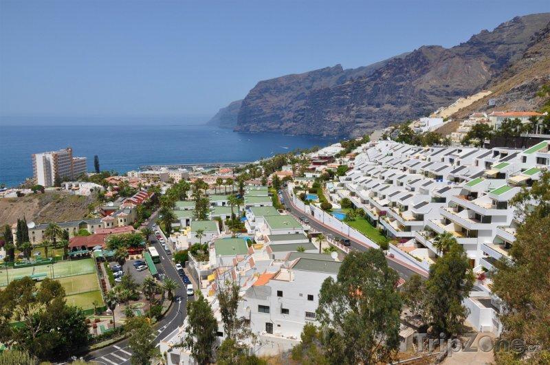 Fotka, Foto Panoramatický pohled na město Los Gigantes (Tenerife, Španělsko)