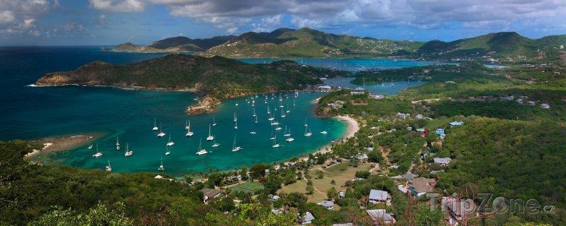Fotka, Foto Pohled na přístav Falmouth (Antigua a Barbuda)