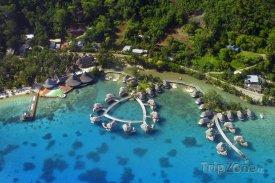 Resort na Bora Bora z letadla