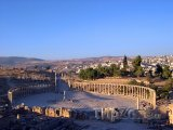 Ruiny římského Oválu ve městě Jerash