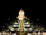 Svatyně Bába v noci