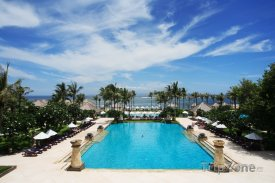 Hotelový bazén v Mataramu