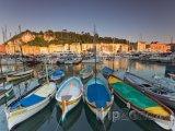 Jachty a lodě ve starém přístavu