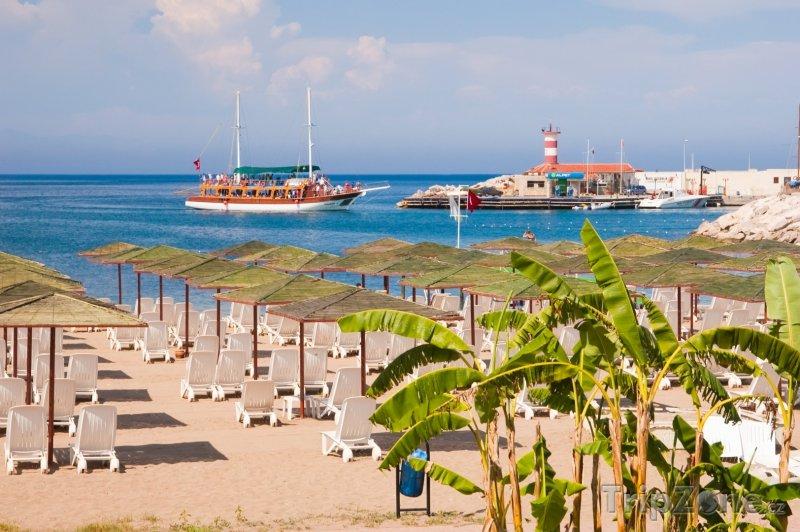 Fotka, Foto Kemer, pláž a lodě (Turecká riviéra, Turecko)