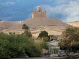 Mauzoleum Aga Khan nad městem