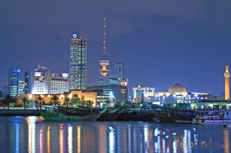 Fotka, Foto Město Kuvajt v noci (Kuvajt)