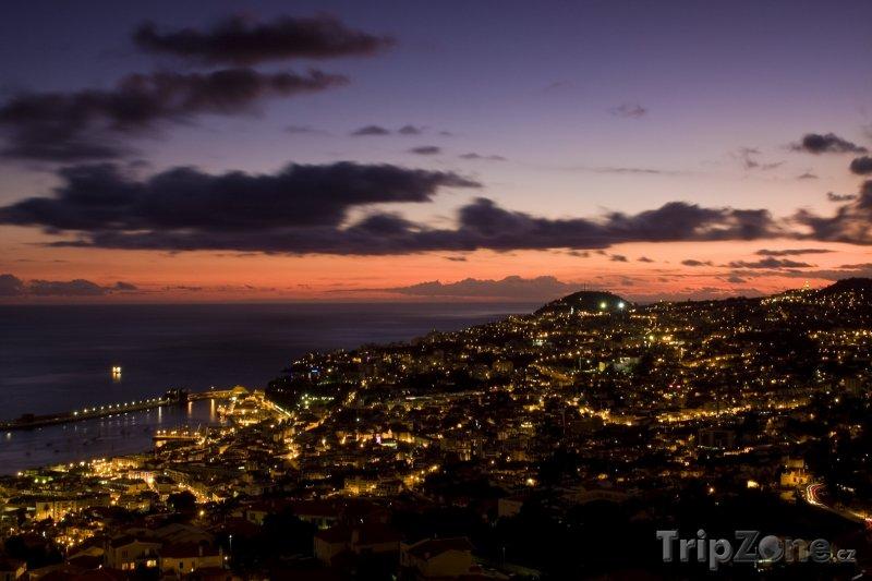 Fotka, Foto Město v noci (Funchal, Portugalsko)