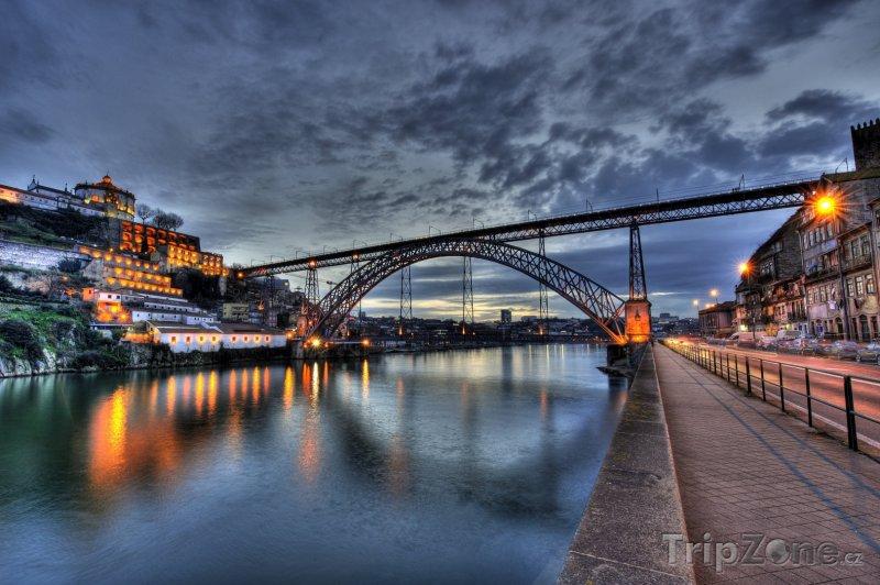Fotka, Foto Most Dom Luis přes řeku Douro (Porto, Portugalsko)