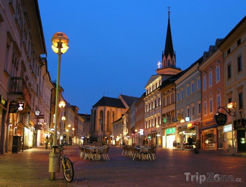 Fotka, Foto Noční ulice Villachu (Rakousko)