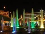 Osvětlené fontány v Astaně