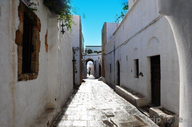 Fotka, Foto Ulička mezi domy (Líndos, Řecko)