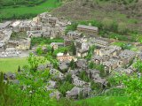 Vesnička v údolí Pyrenejí